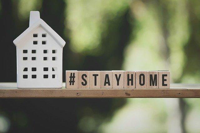 Napis zostań w domu